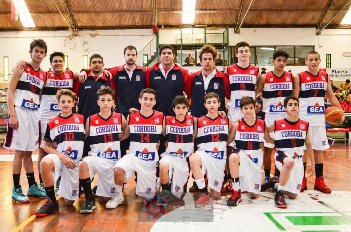 El equipo campeón. Pedro Torales, con la camiseta N° 13 (abajo a la izquierda)